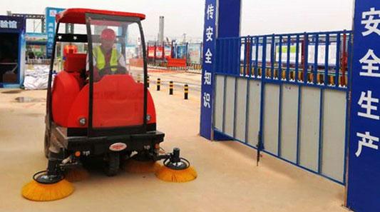 巩义某建筑集团 建筑工地用驾驶式扫地机清扫作业