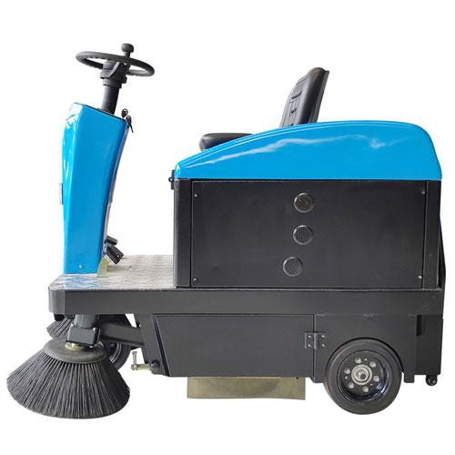 安阳多功能电动扫地车 lin州小型驾驶shi扫地机