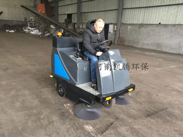 工厂驾驶式扫地机 工厂车间地面清扫车 厂矿驾驶扫地车yingyong