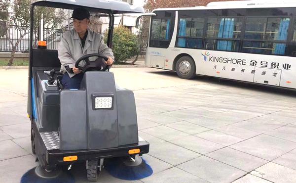 工厂qi业厂fang厂区驾驶式电动清jie扫地车 让厂区geng干净